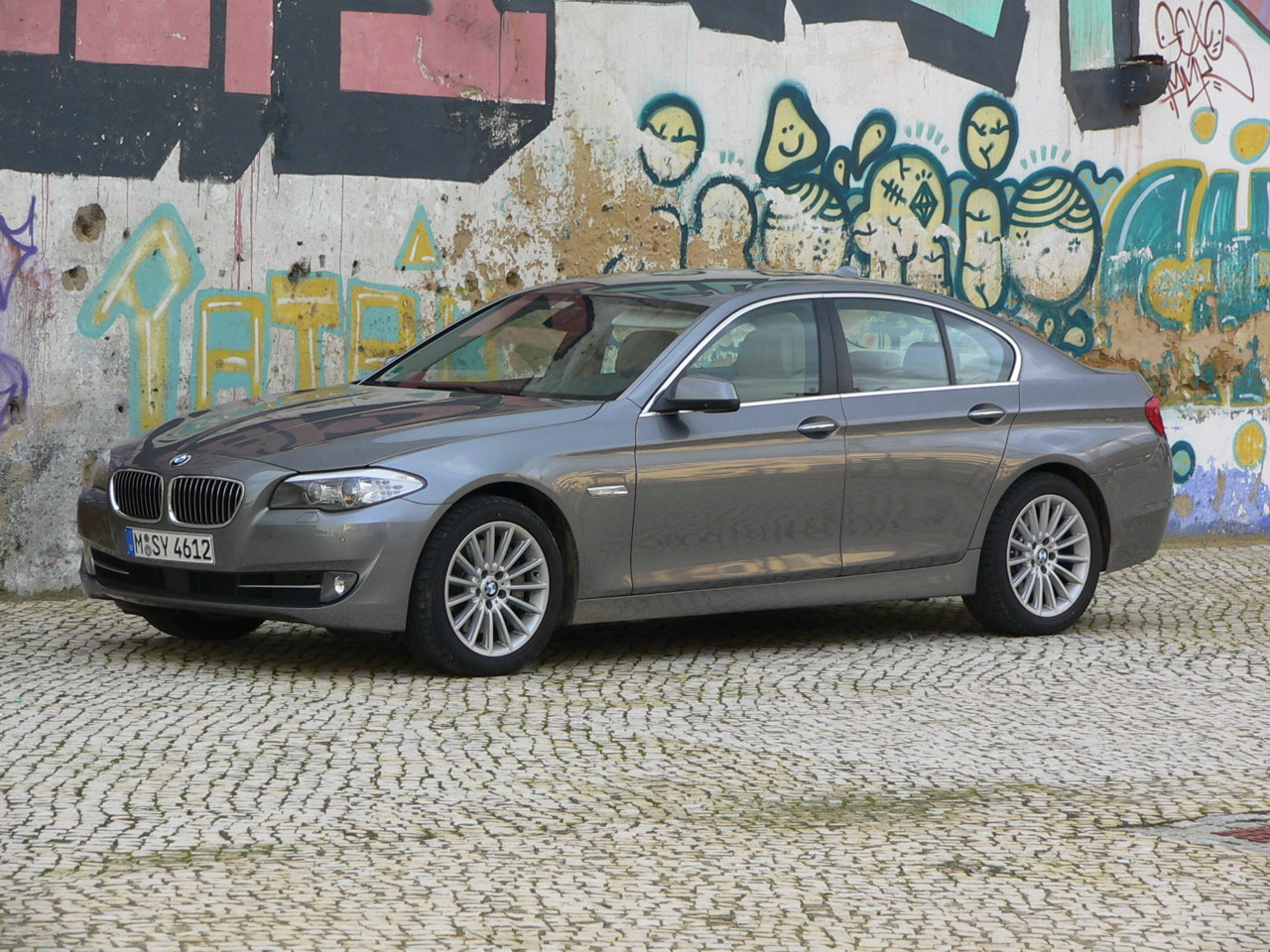 bmw activehybrid 5 its third to launch at geneva motor show. Black Bedroom Furniture Sets. Home Design Ideas