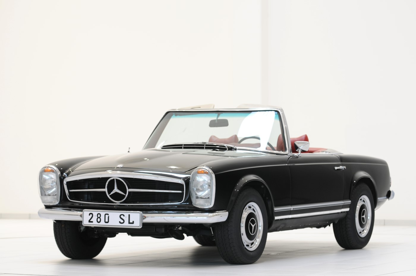 Mercedes tuner brabus tries its hand at classic car for Mercedes benz vintage cars