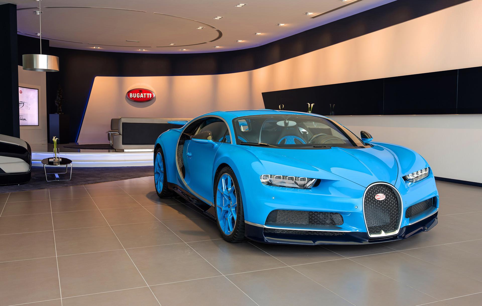 you ll now find bugatti s biggest showroom in dubai autozaurus. Black Bedroom Furniture Sets. Home Design Ideas