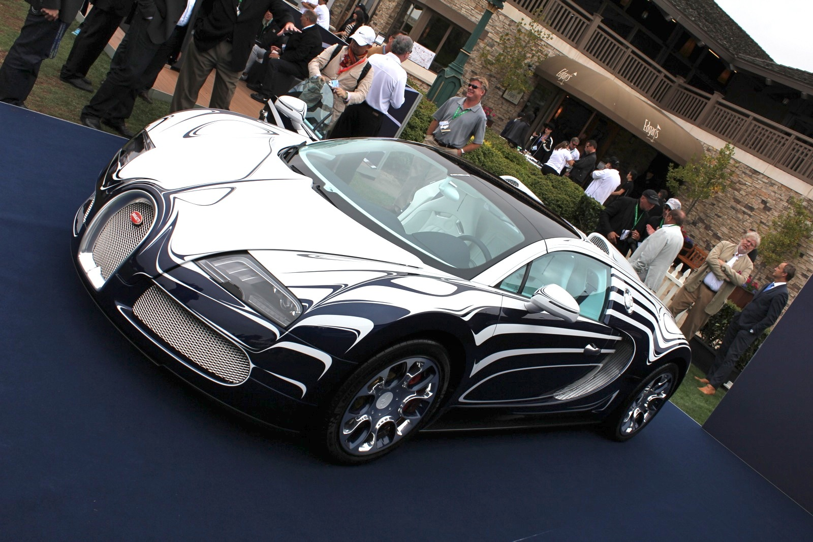 bugatti veyron l 39 or blanc goes pop art the quail 2011. Black Bedroom Furniture Sets. Home Design Ideas