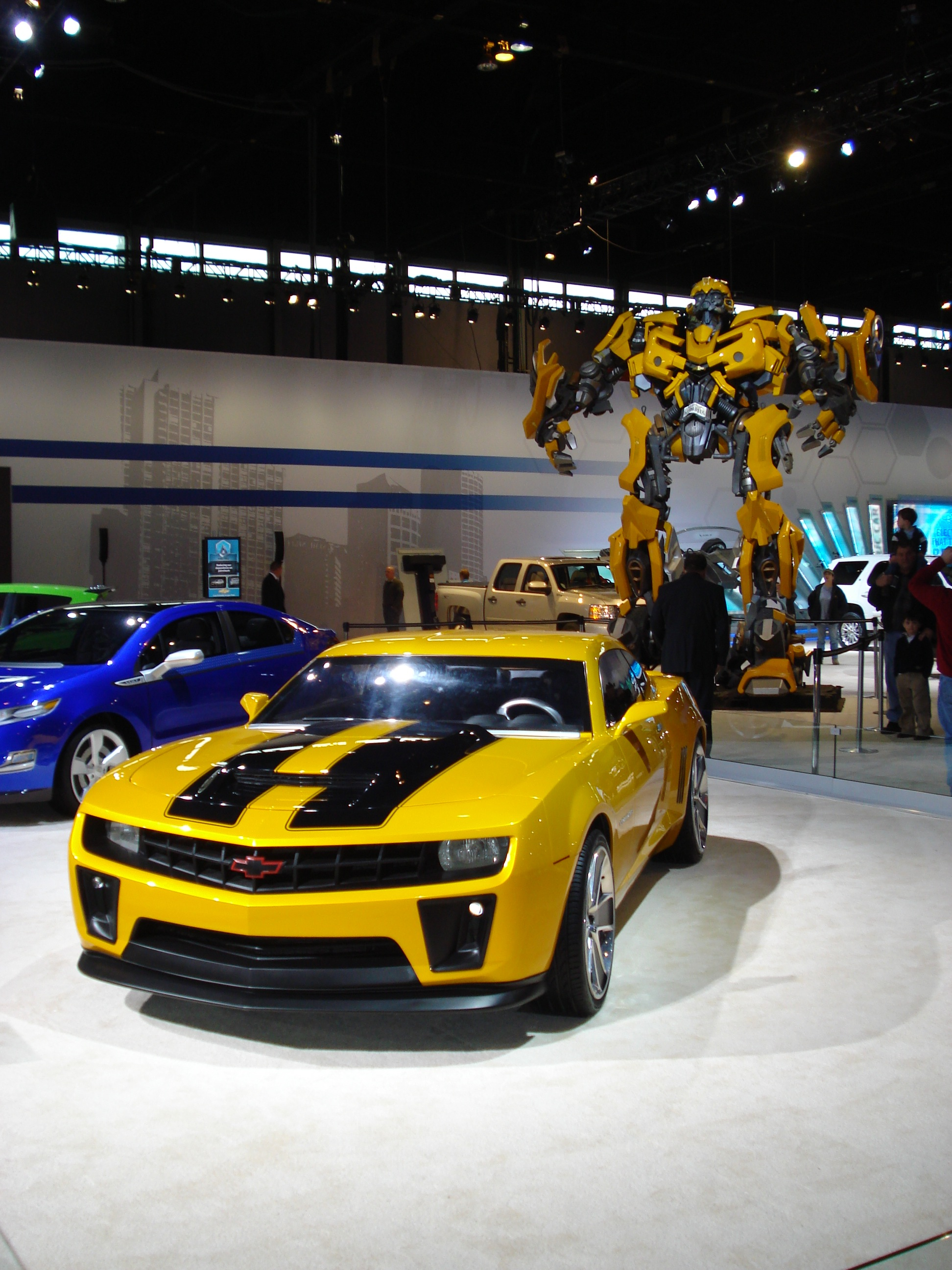 transformers 39 bumblebee boosts buzz on 2010 chevrolet camaro. Black Bedroom Furniture Sets. Home Design Ideas