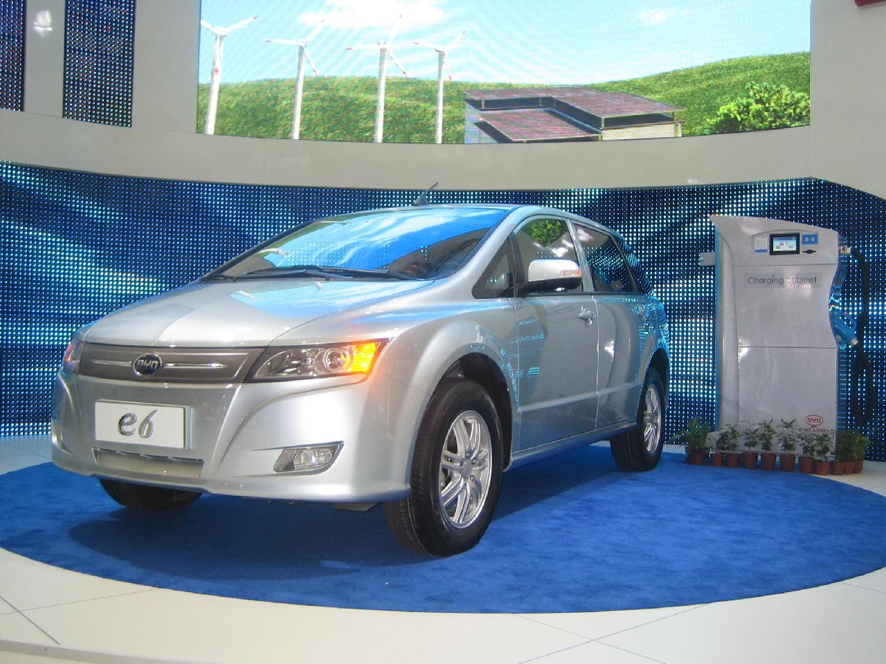 2012 Byd E6 Electric Crossover To Cost 35 000 200 Mile Range