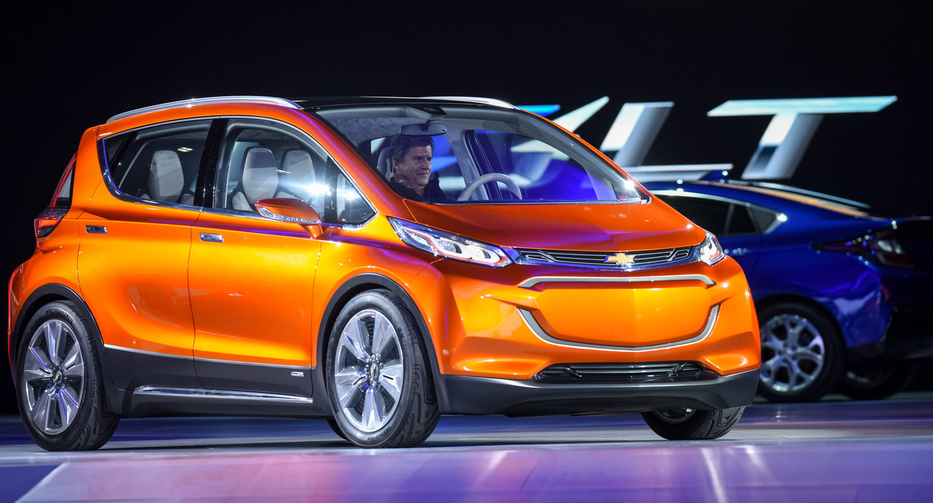 Chevy Previews 30k 200 Mile Electric Car With Bolt