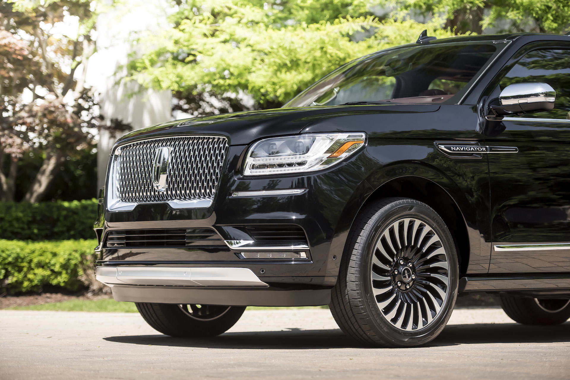 lincoln reveals 2018 navigator l in black label 39 destination 39 trim autozaurus. Black Bedroom Furniture Sets. Home Design Ideas