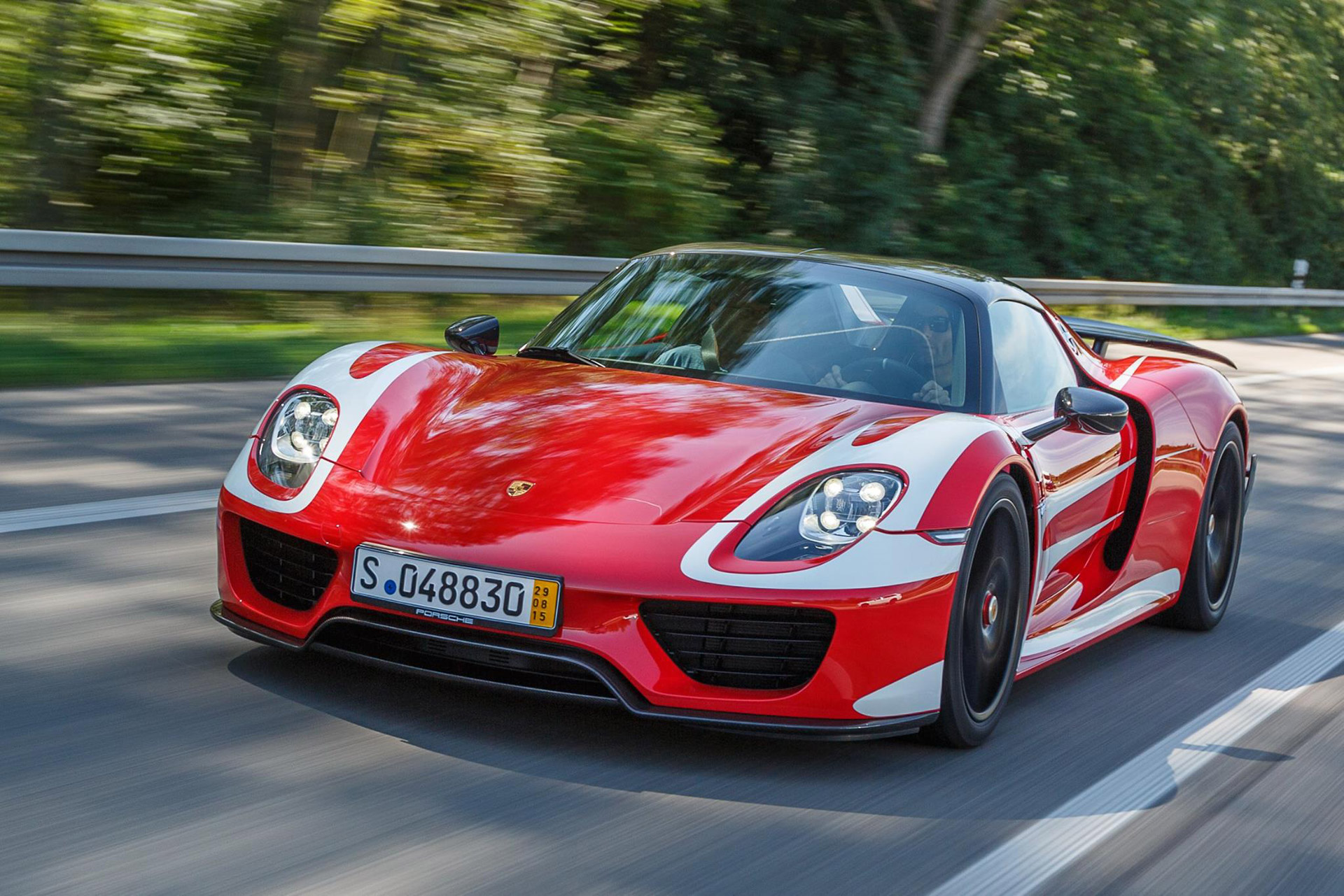 mark webber takes delivery of porsche 918 spyder. Black Bedroom Furniture Sets. Home Design Ideas