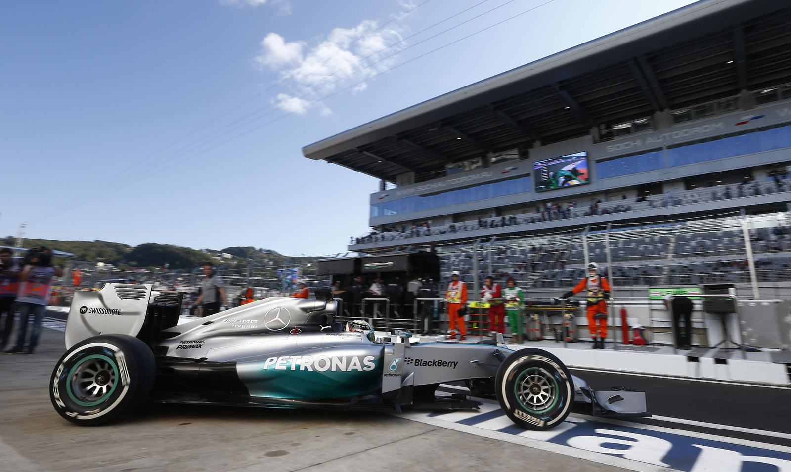hamilton edges out rosberg for 2014 formula one russian grand prix pole. Black Bedroom Furniture Sets. Home Design Ideas