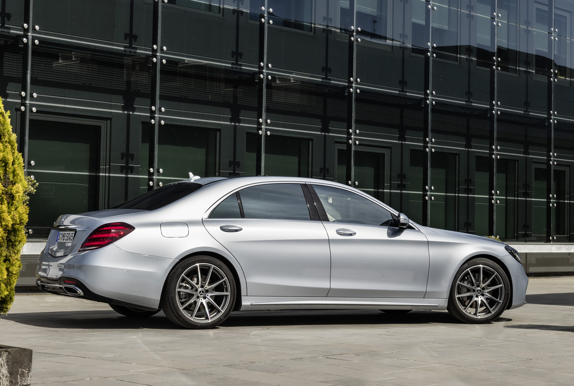 Mercedes benz details suite of active safety features for Mercedes benz s class features