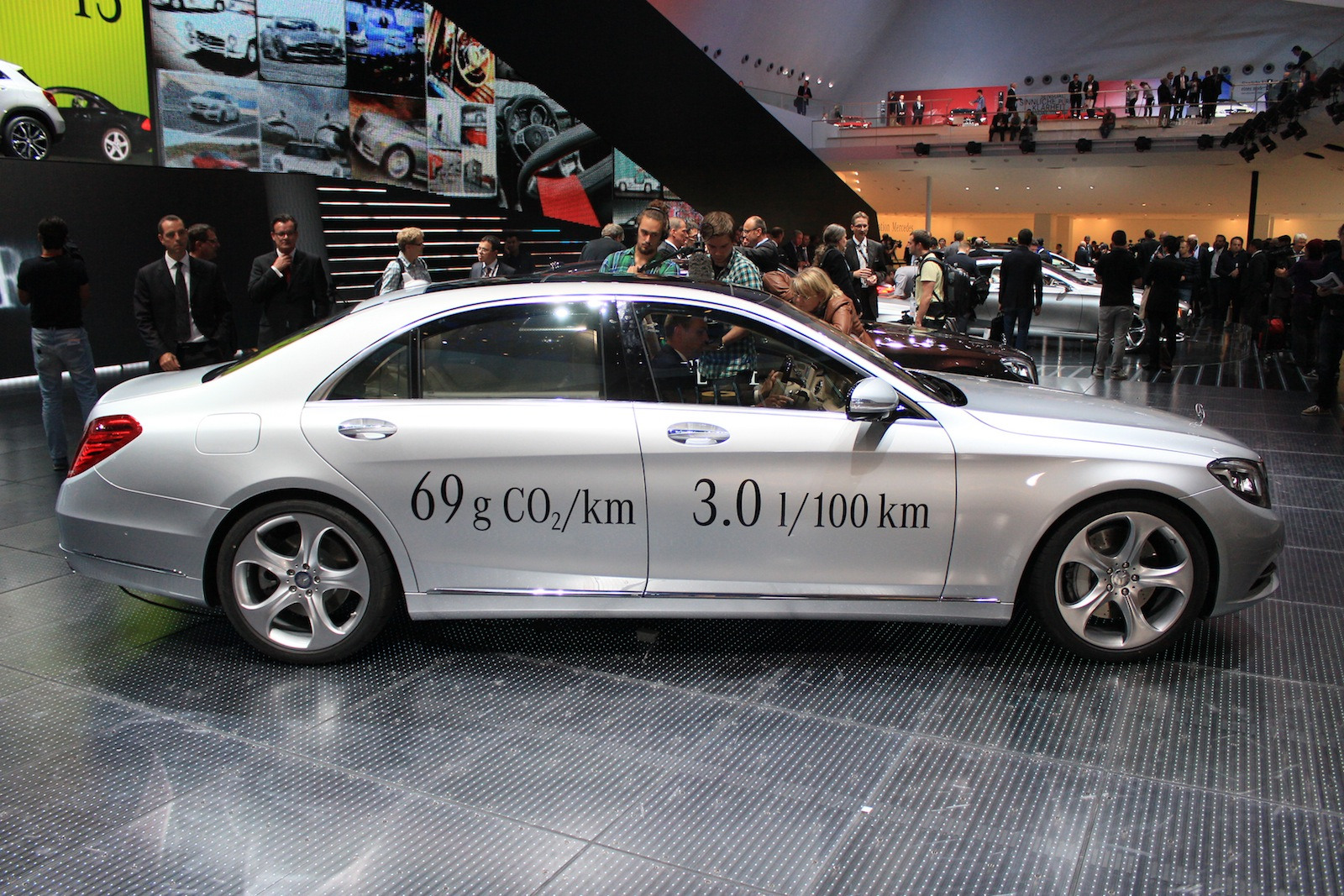 2015 mercedes benz s500 plug in hybrid live photos and for Mercedes benz frankfurt