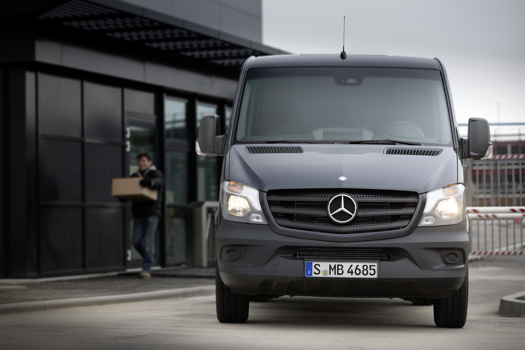 2014 mercedes benz sprinter gets nip tuck and new 4 for Mercedes benz sprinter passenger