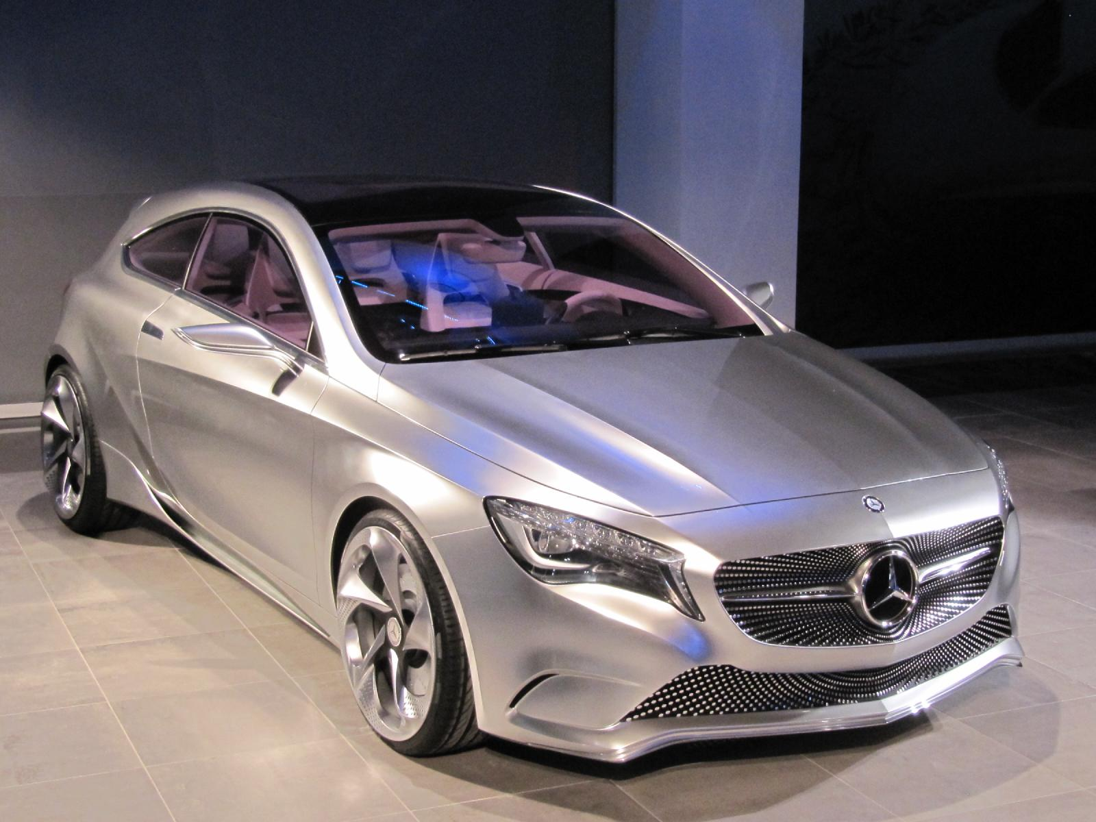 mercedes benz a class concept 2011 new york auto show video. Black Bedroom Furniture Sets. Home Design Ideas