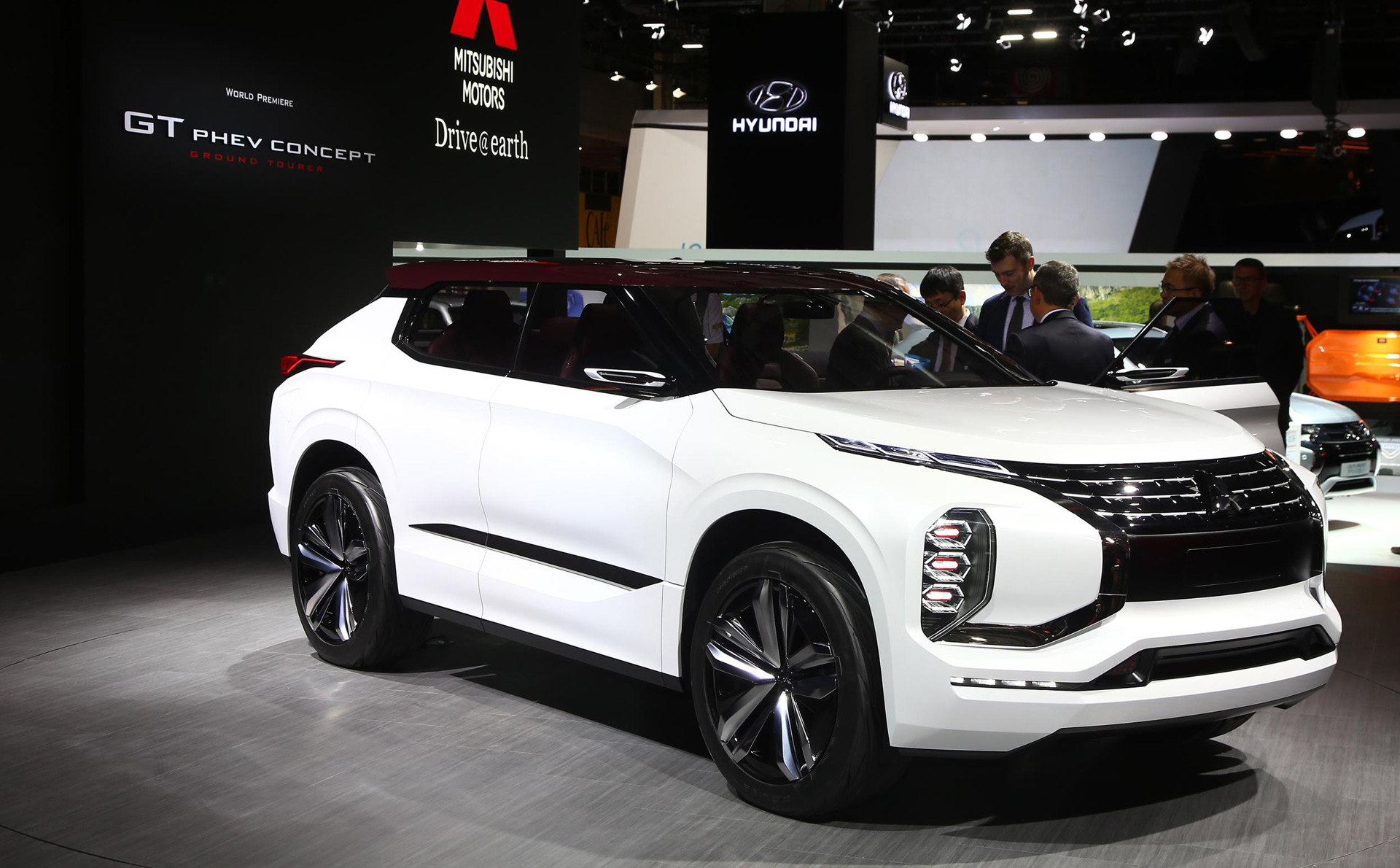Mitsubishi Gt Phev Concept Previews Next Gen Hybrid Tech Suv Design