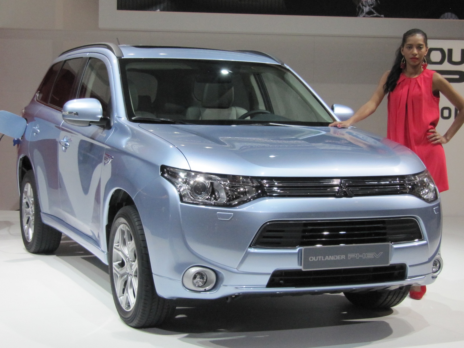 2013 mitsubishi outlander plug in hybrid gallery 2012. Black Bedroom Furniture Sets. Home Design Ideas