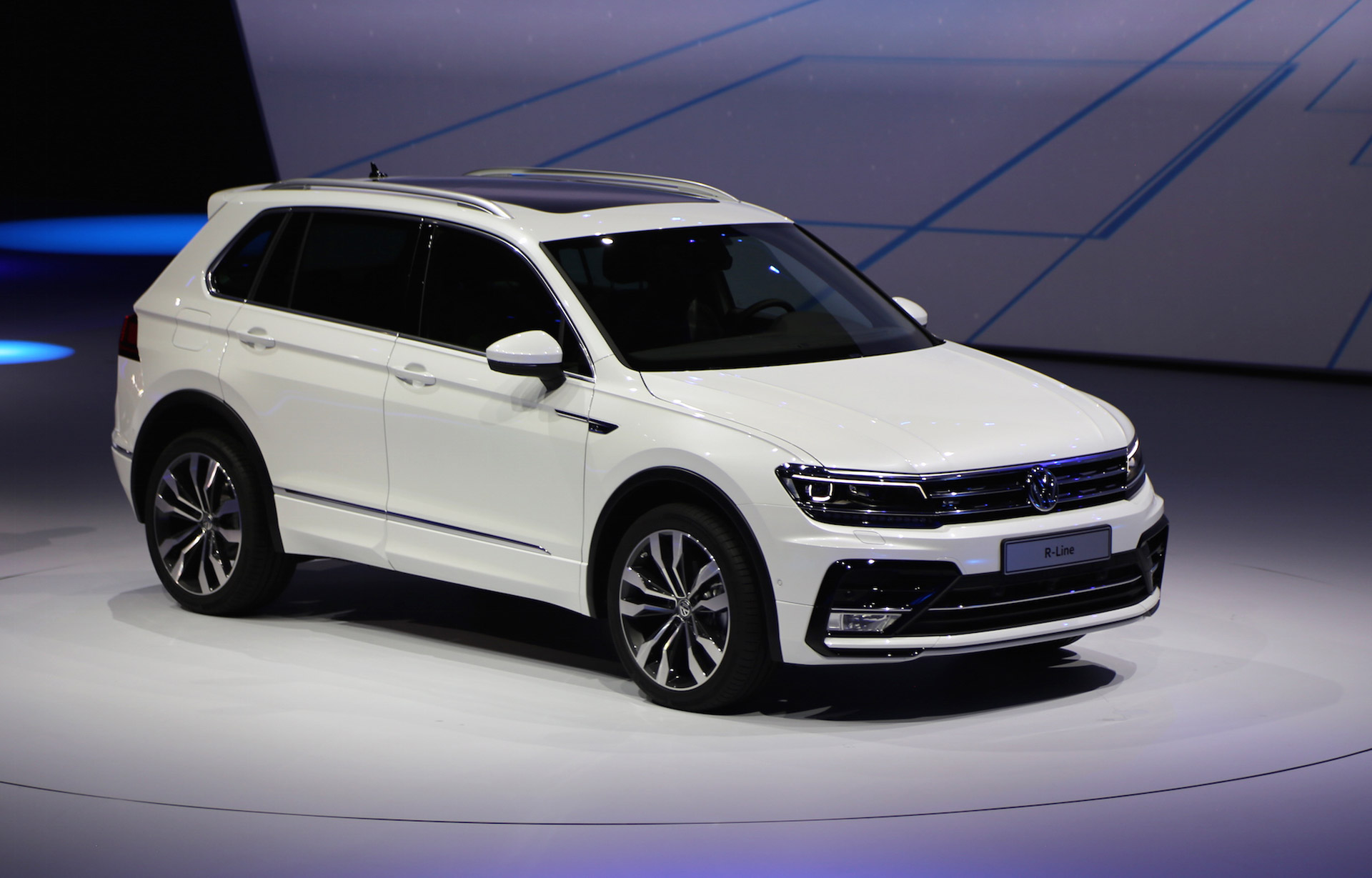 new volkswagen tiguan unveiled at 2015 frankfurt auto show. Black Bedroom Furniture Sets. Home Design Ideas