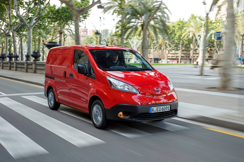 Nissan e-NV200 beats Renault Kangoo ZE in electric van ...