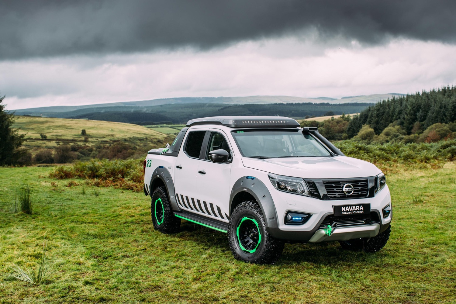 Solar Cars 2017 >> Nissan emergency truck concept: electric-car battery for rescue power