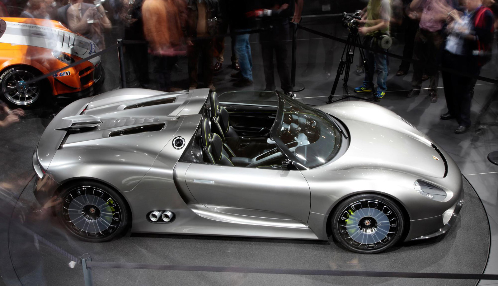 production porsche 918 spyder plug in hybrid supercar naked at last video. Black Bedroom Furniture Sets. Home Design Ideas