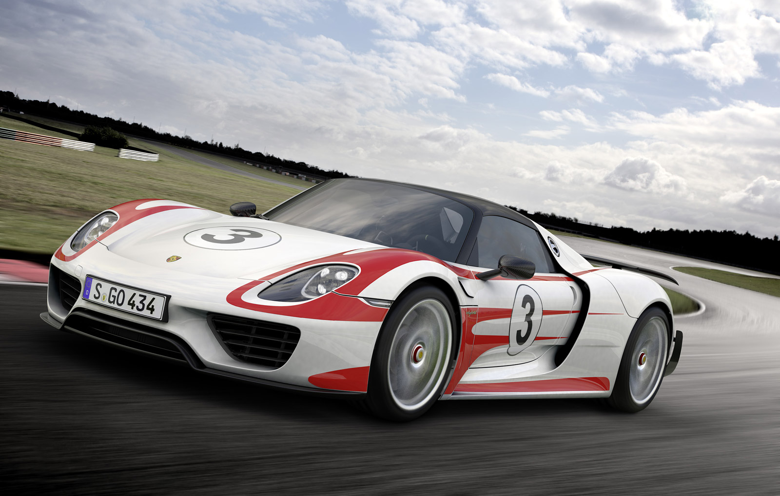 porsche 918 spyder with weissach package does 0 60 mph in. Black Bedroom Furniture Sets. Home Design Ideas