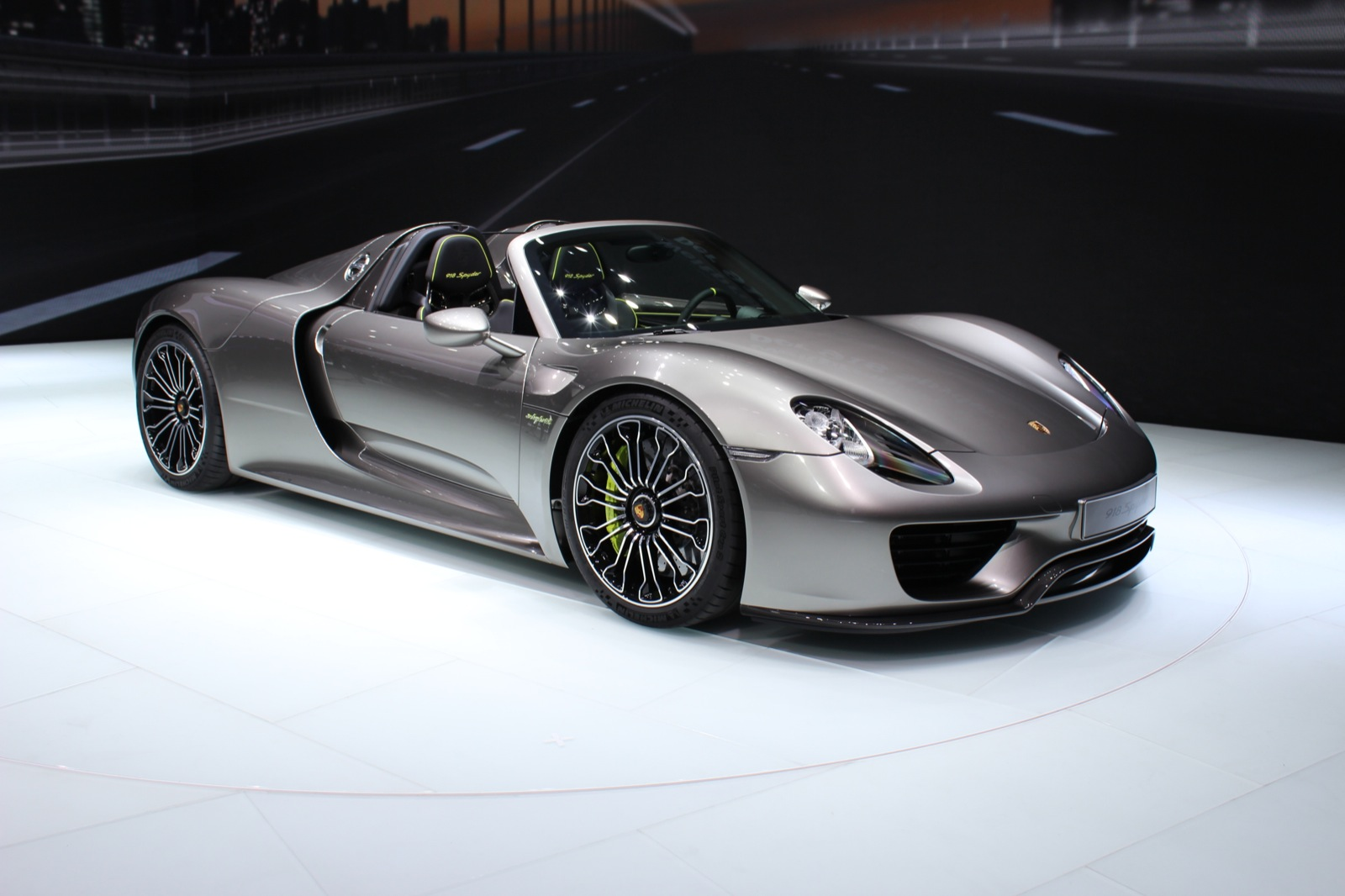 porsche 918 spyder live photo gallery 2013 frankfurt auto show. Black Bedroom Furniture Sets. Home Design Ideas