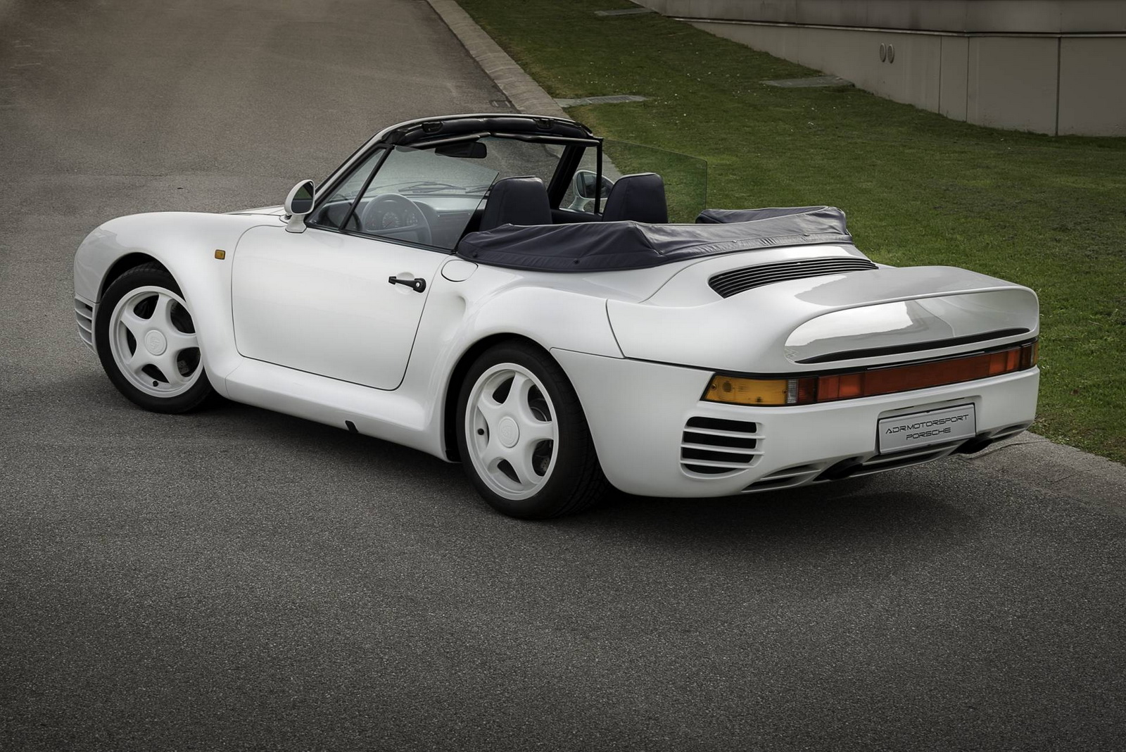 Cars For Sale Los Angeles >> One-off Porsche 959 convertible up for sale
