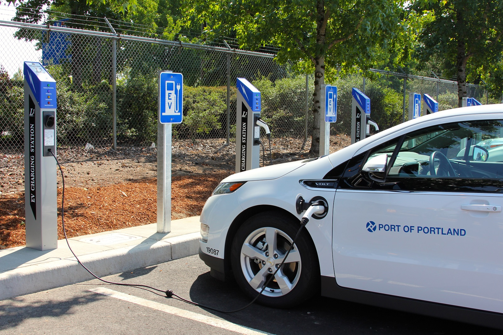 Portland Airport Adds 42 Electric-Car Chargers, At 120 ...