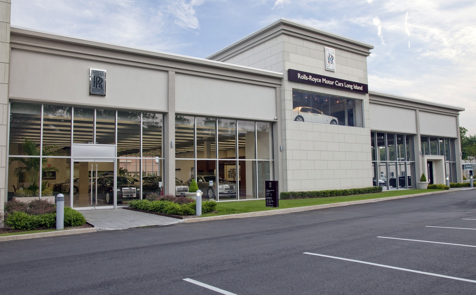 Rolls Royce S Largest North American Dealership Opens On
