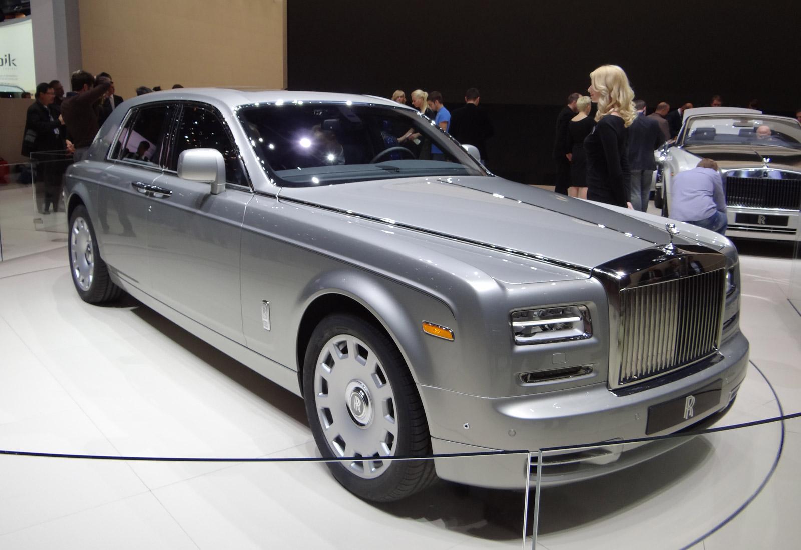 Rolls royce phantom series ii released photos from geneva for Rolls royce phantom motor