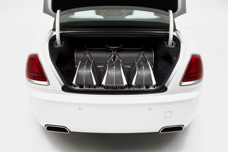 Rolls Royce Unveils 45 000 Luggage Set