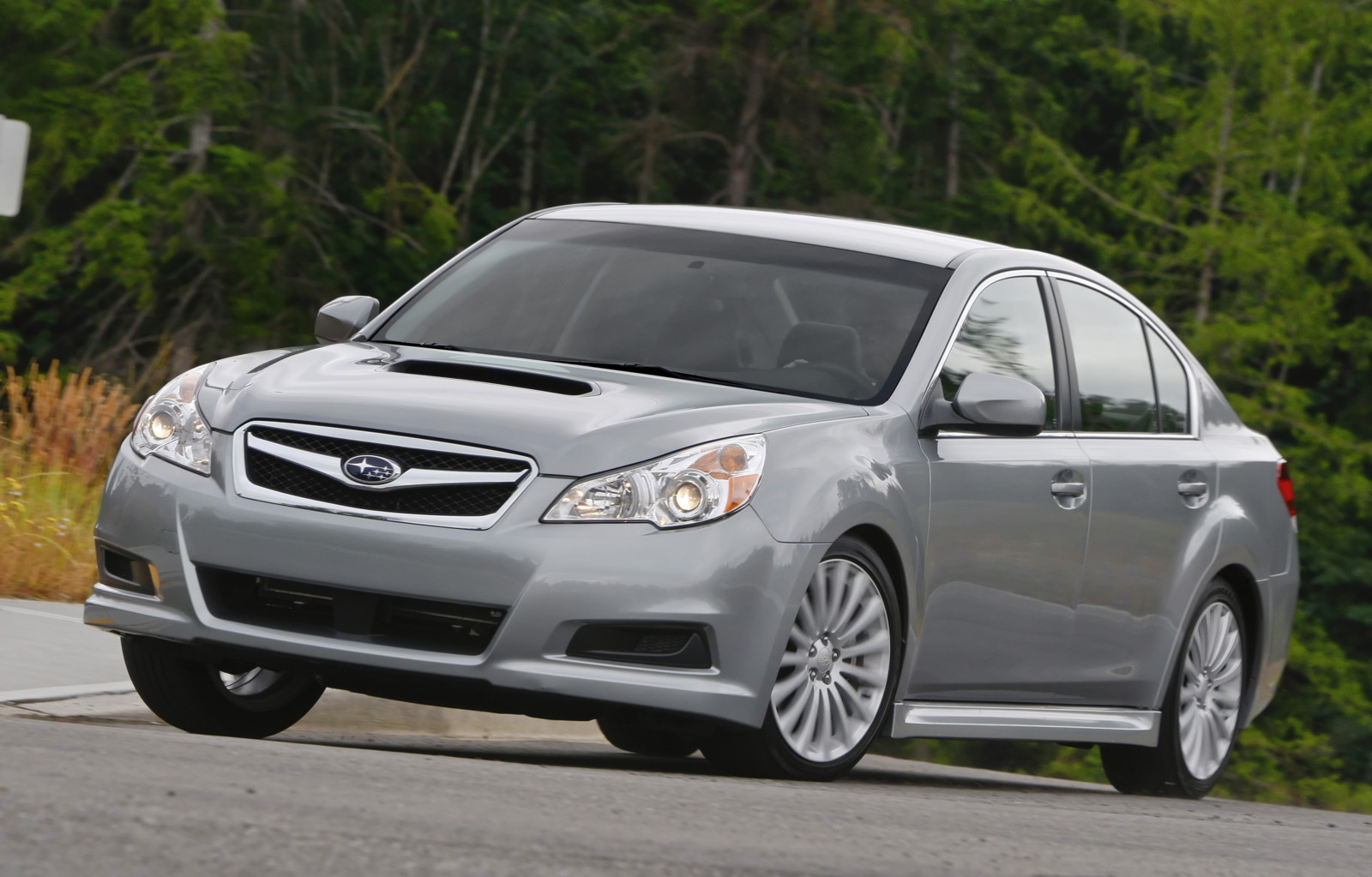 2010 subaru legacy better bumpers cut repair costs says iihs vanachro Images