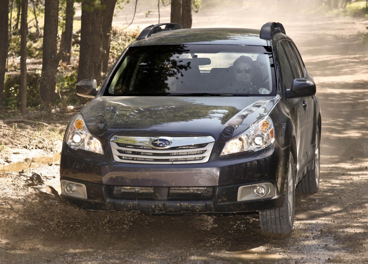 2010 subaru outback safety review and crash test ratings. Black Bedroom Furniture Sets. Home Design Ideas