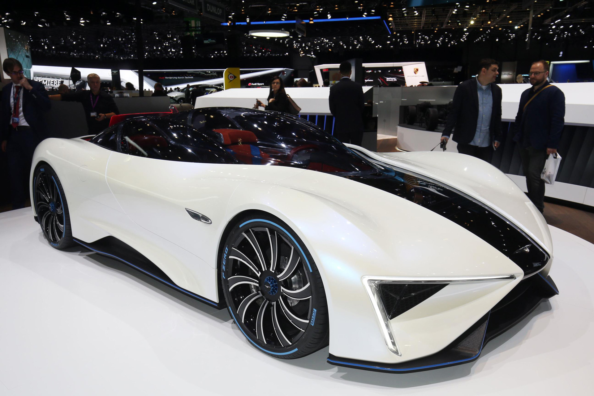Techrules Ren Is An Extended Range Electric Supercar With A Central Driving Position