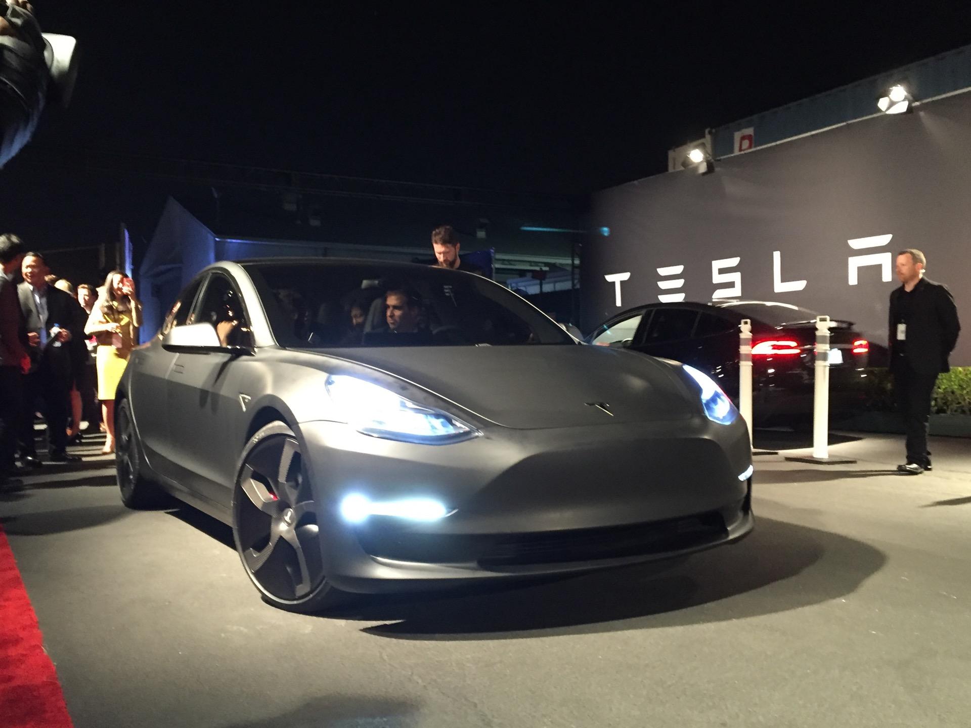 Lexus RX L, Porsche 911 GT2 RS, Tesla Model 3: Today's Car ...