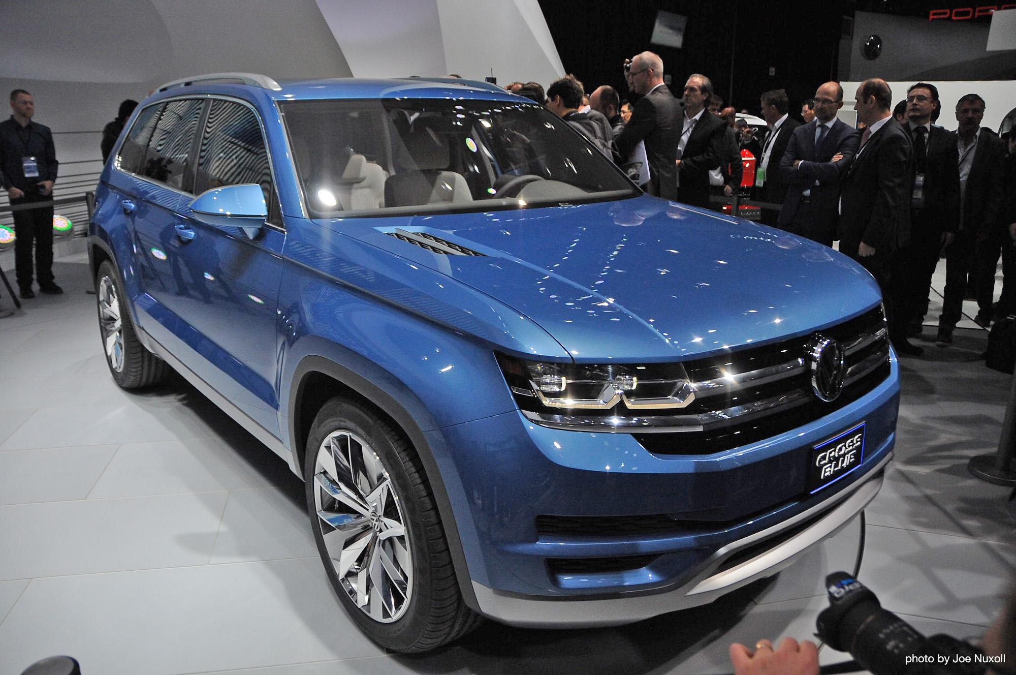 volkswagen 39 s two diesel plug in hybrid concepts detroit auto show. Black Bedroom Furniture Sets. Home Design Ideas