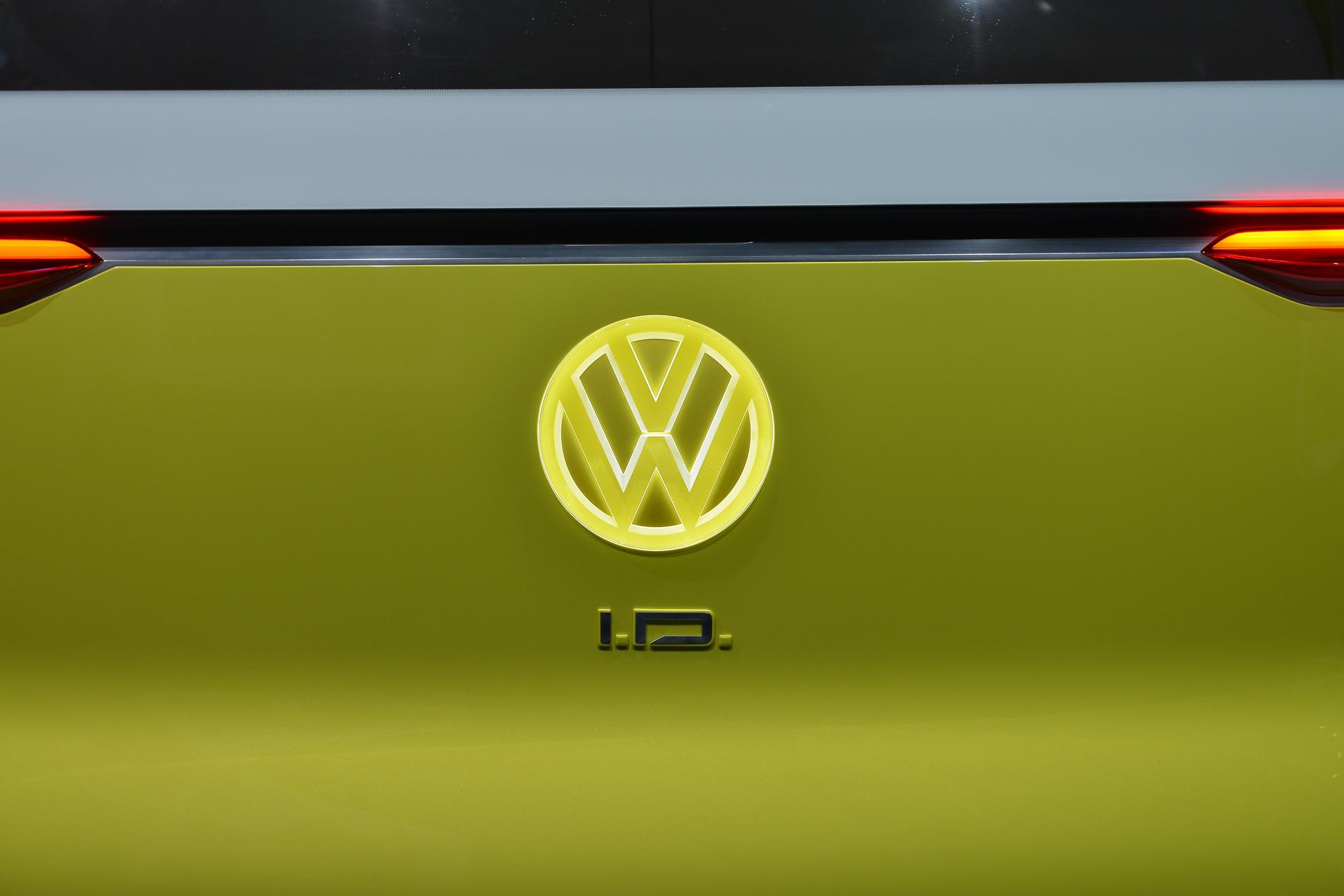Volkswagen readying flagship electric sedan concept for 2018 Geneva motor show