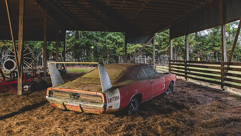2017 mercedes amg slc43 2016 nissan gt r nismo dodge charger barn find this week s top photos. Black Bedroom Furniture Sets. Home Design Ideas