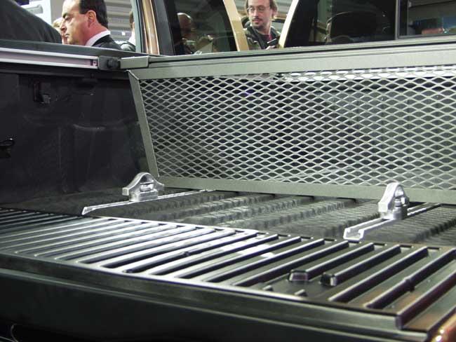 2004 Nisan Titan Cargo Bed
