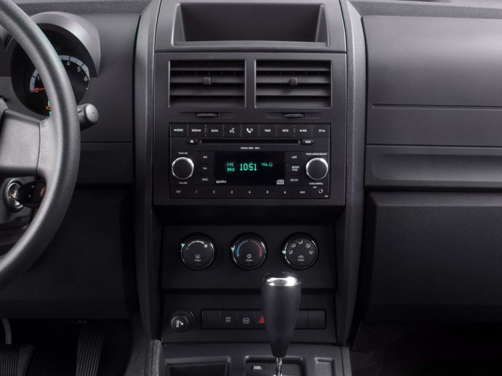 Image 2008 Dodge Nitro 2wd 4 Door Slt Instrument Panel
