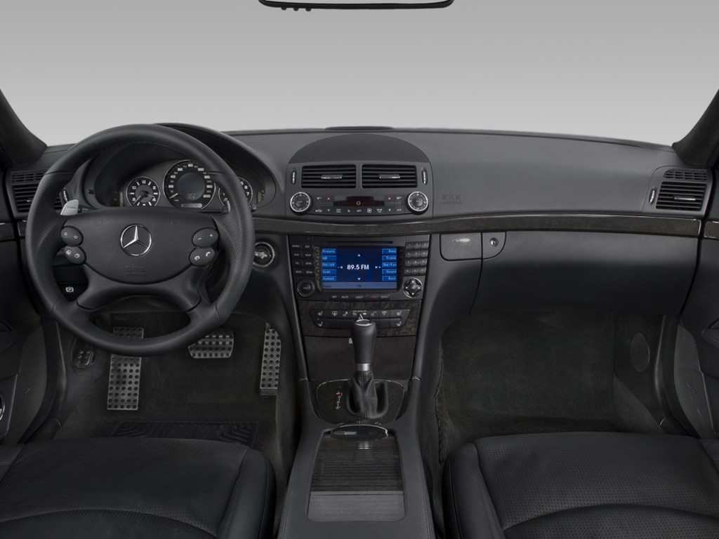 Image 2008 mercedes benz e class 4 door wagon 6 3l amg for Mercedes benz dashboard