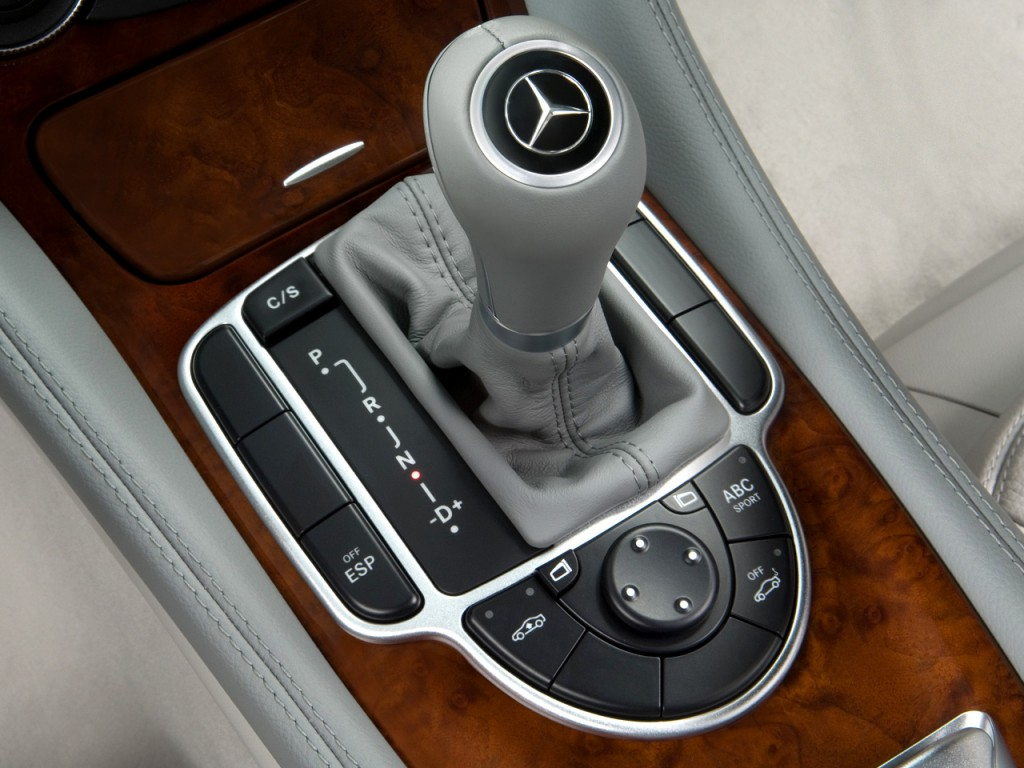 Image 2008 mercedes benz sl class 2 door roadster 5 5l v8 for Mercedes benz gear shift