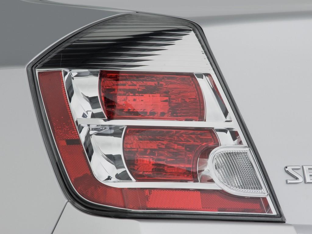 Image: 2008 Nissan Sentra 4-door Sedan CVT 2.0S Tail Light ...