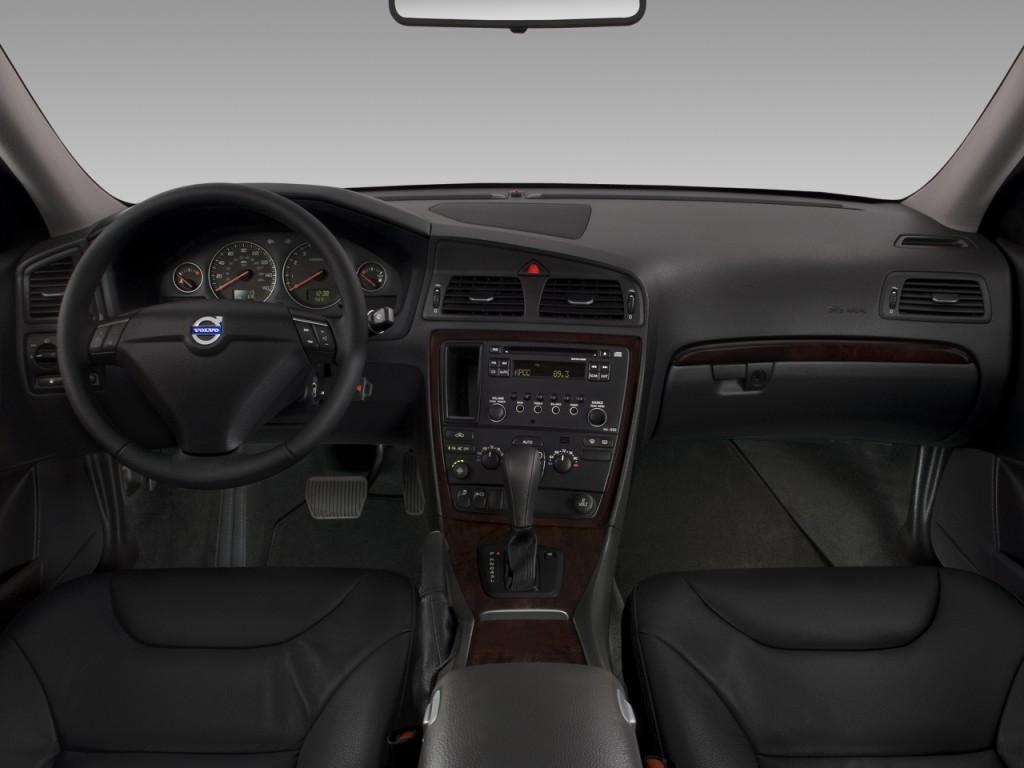 Image 2008 Volvo S60 4 Door Sedan 2 5t Fwd Dashboard