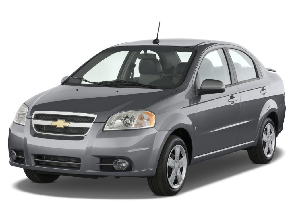 2009 Chevrolet Aveo 4-door Sedan LT w/1LT Angular Front Exterior View