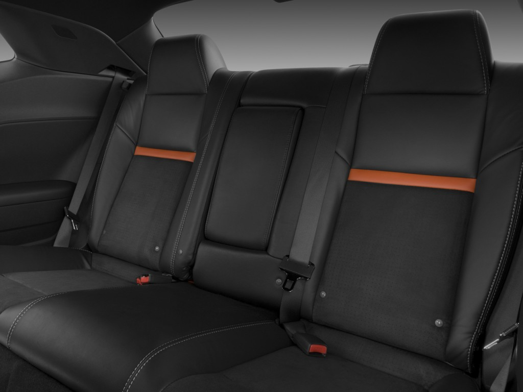 image 2009 dodge challenger 2 door coupe srt8 rear seats. Black Bedroom Furniture Sets. Home Design Ideas