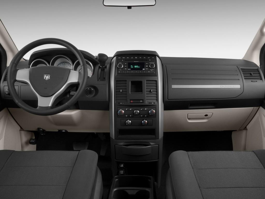 Image: 2009 Dodge Grand Caravan 4-door Wagon SXT Dashboard ...