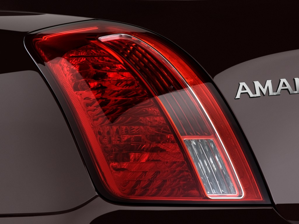 2009 Kia Amanti 4-door Sedan Tail Light