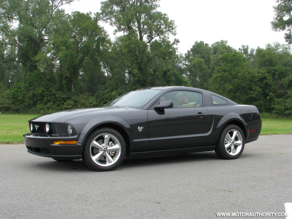 image 2009 mustang gt review motorauthority 007 size. Black Bedroom Furniture Sets. Home Design Ideas