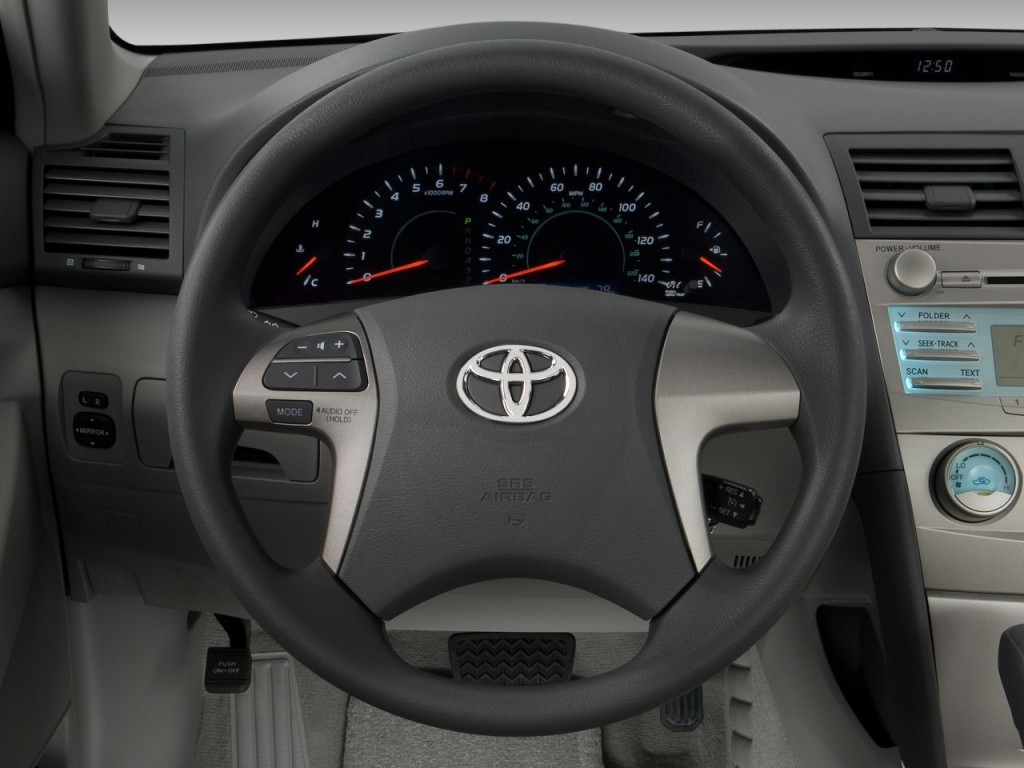 image 2009 toyota camry 4 door sedan i4 auto le natl steering wheel size. Black Bedroom Furniture Sets. Home Design Ideas