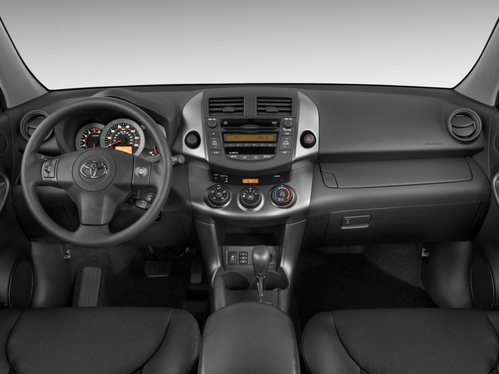 2009 Toyota RAV4 FWD 4-door 4-cyl 4-Spd AT Sport (Natl) Dashboard