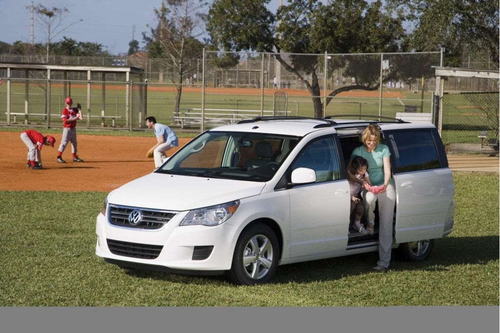 2009 volkswagen routan recalled for airbag problem not the one you think. Black Bedroom Furniture Sets. Home Design Ideas