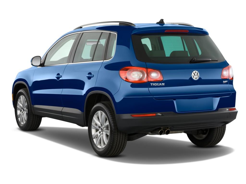 2009 Volkswagen Tiguan FWD 4-door SE Angular Rear Exterior View