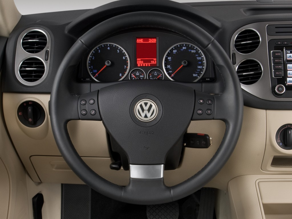 2009 Volkswagen Tiguan FWD 4-door SE Steering Wheel